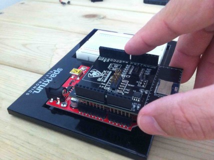 Attaching BLE Shield to Arduino board